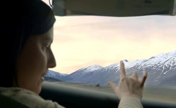 شاهد: فورد تبتكر نوافذ زجاجية تسمح لفاقدي البصر برؤية المناظر الطبيعية