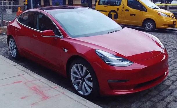 شاهد: موقع Top Gear يختبر سيارة تسلا موديل 3 الكهربائية في نيويورك