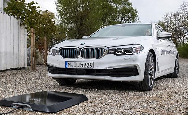 شاهد: BMW أول شركة للسيارات تطرح بالأسواق نظام شحن لاسلكي للسيارات الكهربائية والهجينة