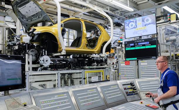 لهذا السبب ستوقف فولكس فاجن انتاج السيارات بمصنعها الرئيسي في الفترة القادمة