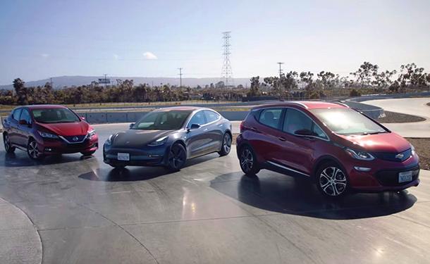 شاهد: ما هي افضل سيارة كهربائية.. نيسان ليف أم تسلا موديل 3 أم شيفروليه بولت؟
