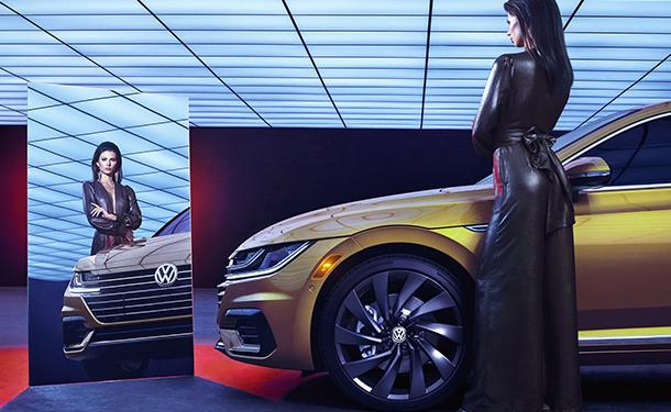 شاهد: فولكس فاجن تنظم جلسة تصوير خاصة لسيارتها أرتيون الجديدة