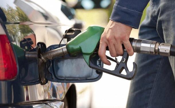 تعرف على خطورة ملء خزان الوقود بشكل كامل في أيام الصيف الحارة