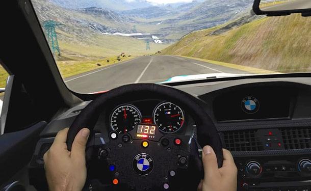 شاهد: كيف تظهر أمامك ألعاب سباقات السيارات بنظارات الواقع الافتراضي