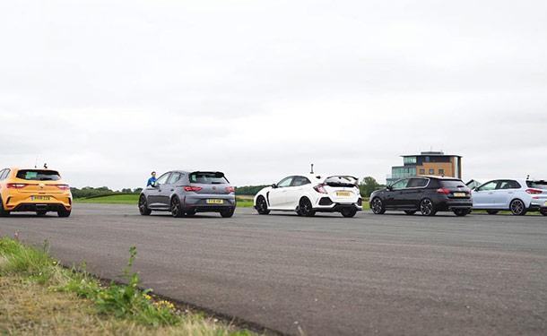 شاهد: تحدي وسباق سحب بين خمسة من أفضل سيارات هاتشباك الحالية