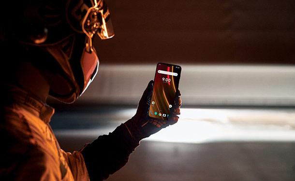 شاهد: مكلارين تكشف عن هاتفها المحمول الجديد 6T بسعر 12.5 ألف جنيه