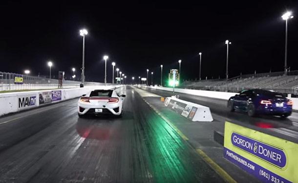 شاهد: أكيورا NSX تتحدى تسلا موديل S في سباق سحب