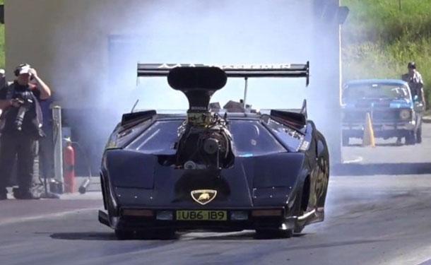 شاهد: لامبورجيني كونتاش تتحول لسيارة سباقات سحب متوحشة
