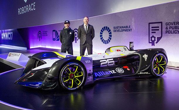 Robocar أول سيارة سباق كهربائية ذاتية القيادة في العالم