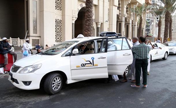 السعودية تقرر إيقاف تراخيص سيارات الأجرة بمكة.. اعرف السبب