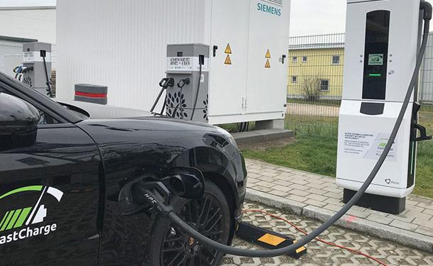 بورشه وBMW يكشفا عن شاحن فائق السرعة للسيارات الكهربائية
