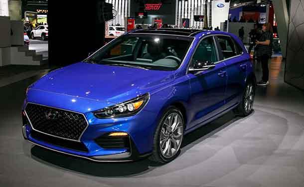 سياره-معرض-هيونداي-زرقاء