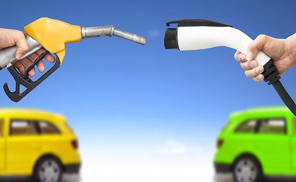 السيارات الكهربائيه والوقود العادي