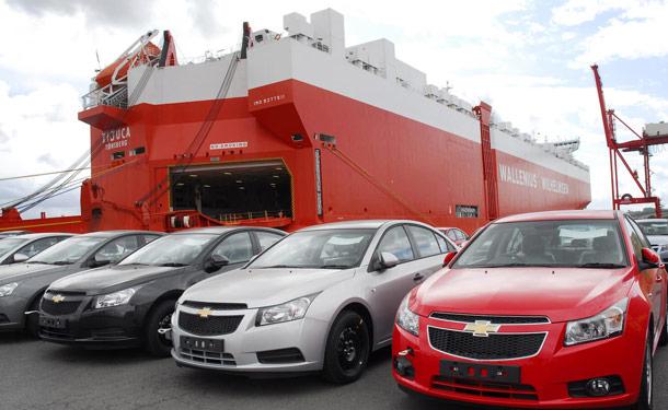 سيارات-ميناء-سماء-سيلفر-حمراء