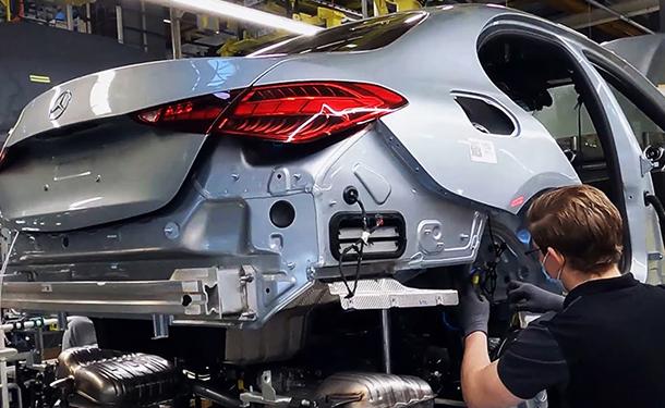 شاهد: كيفية صناعة وتجميع C-Class الجديدة من مرسيدس-بنز الالمانية