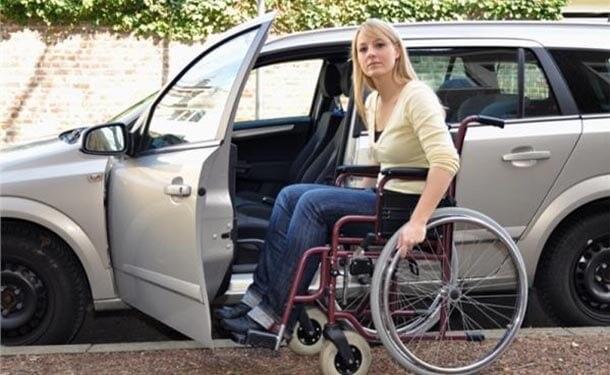 سياره-سيده-ذو-احتياجات-خاصه-كرسي-عجل