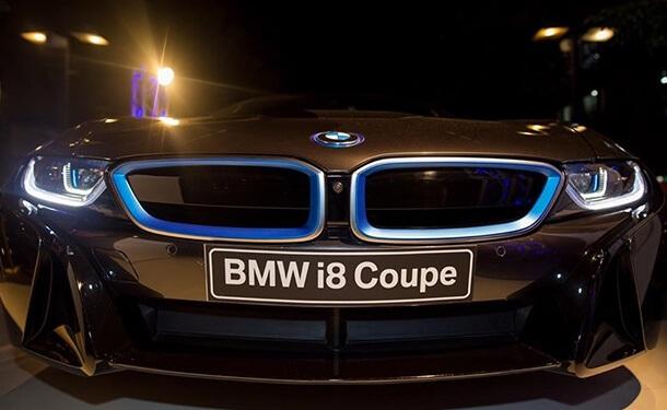 سياره-بي-ام-دبليو-i8